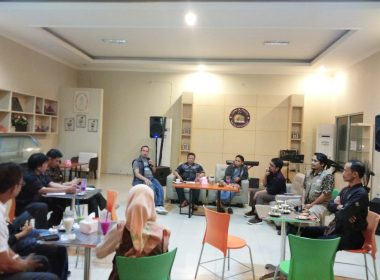 Jurnalis minta agar KPU Bantaeng gunakan Group WhatsApp sebagai ruang berbagi efektif kepada seluruh Jurnalis disamping Facebook.
