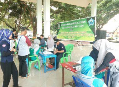 CJH Bantaeng diperiksa kesehatannya oleh petugas dari Dinkes SulSel.