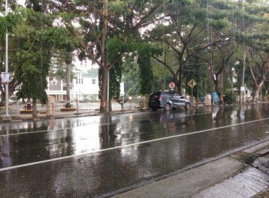 Hujan dan petir mewarnai cuaca Kabupaten Bantaeng.