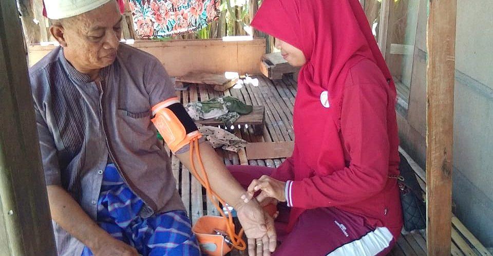 Relawan KSS Bantaeng door to door mendatangi dan mendeteksi potensi penyakit warga (03/03/2019).
