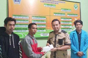 Kadinkes Bantaeng serahkan bantuan untuk membiayai perawatan warga Bantaeng yang menjadi korban Laka Lantas (14/03/2019).