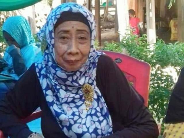 Nuzuliah Hidayah merupakan anak dari Almarhumah Hj Nuraeni Ramli