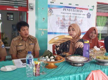 Ketua Dekranasda menjadi narasumber pada Pelatihan Kerajinan Bambu di Desa Bonto Mate'ne.