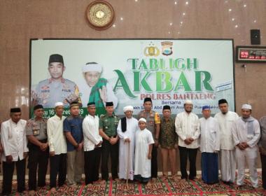 Puang Makka bawakan ceramah Islamiah pada Tabligh Akbar di Masjid Syekh Abdul Gani Bantaeng.
