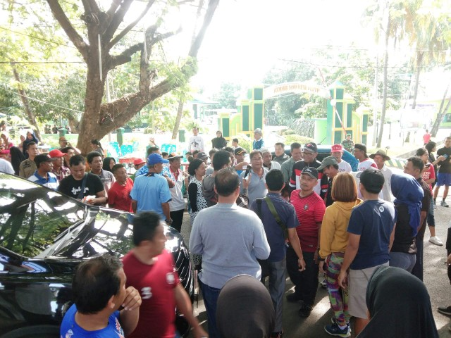 NA diserbu warga dan pengunjung Pantai Seruni Bantaeng.