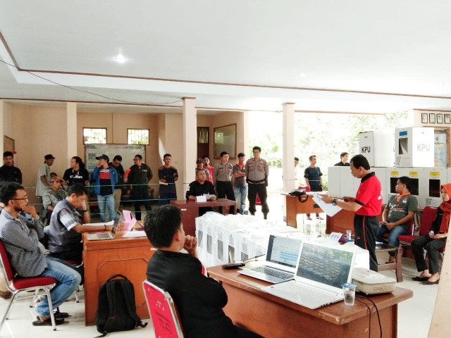 Penghitungan Suara Pemilu 2019 di PPK Kecamatan Bantaeng, Kabupaten Bantaeng.