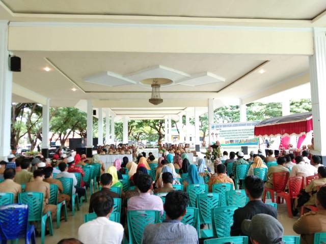 Accidong Sipatangarri di Tribun Pantai Seruni Bantaeng.
