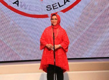 Liestiaty F Nurdin sampaikan segera pasarkan produk kerajinan SulSel melalui media online.