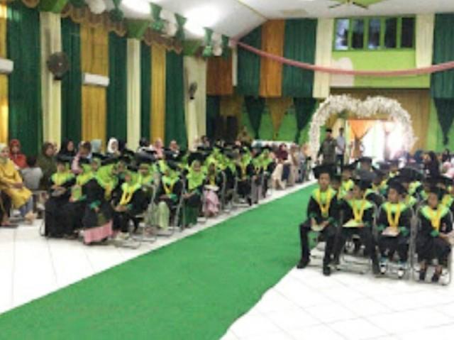 Wisuda Santri TPA Fastabiqul Khairat Sengkang.