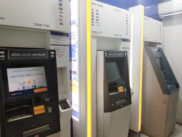 Tampilan mesin ATM.