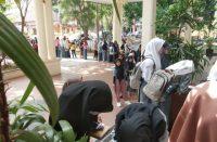 Pelajar mengikuti seminar.