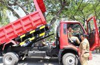 Uji coba kendaraan sampah.