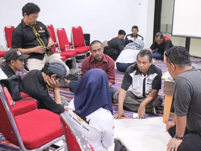 Jurnalis mengikuti pelatihan di UIT Makassar.