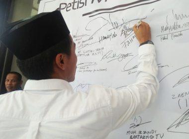 Penanda tanganan Petisi mendukung Perda Kepemudaan.