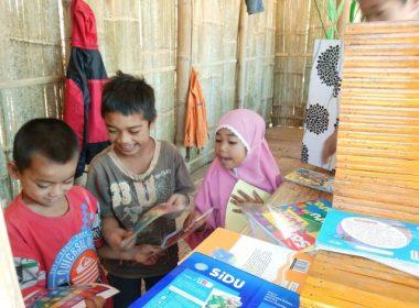 Gaya membaca anak Muntea di Kemah Buku Kebangsaan Jilid III.