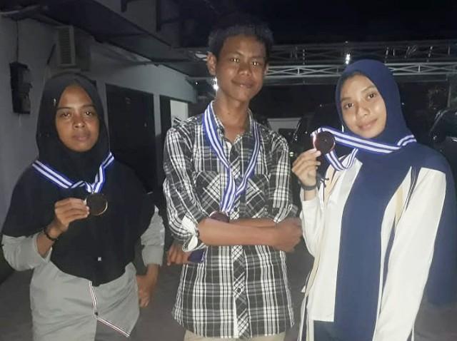 Prestasi Deisy dan 2 rekannya di Olimpiade Nasional Bahasa Arab ke-3 Tingkat Nasional Tahun 2019.