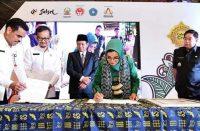 Penanda tanganan MoU sertifikat halal dan HaKI.