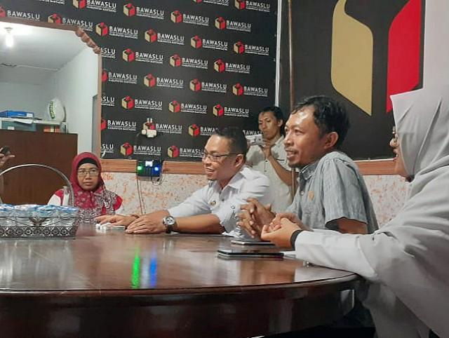 Bawaslu Bantaeng dan AMBAE sharing Jurnalistik.