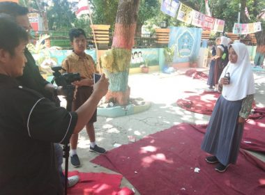 Deisy dari Bantaeng yang viral karena akan mengikuti Olimpiade Nasional Bahasa Arab.