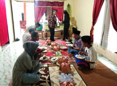Acara Maulid warga Desa Lonrong.