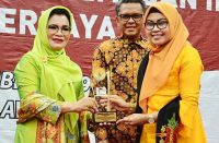 Penyerahan penghargaan untuk 9 Kabupaten/Kota di SulSel.