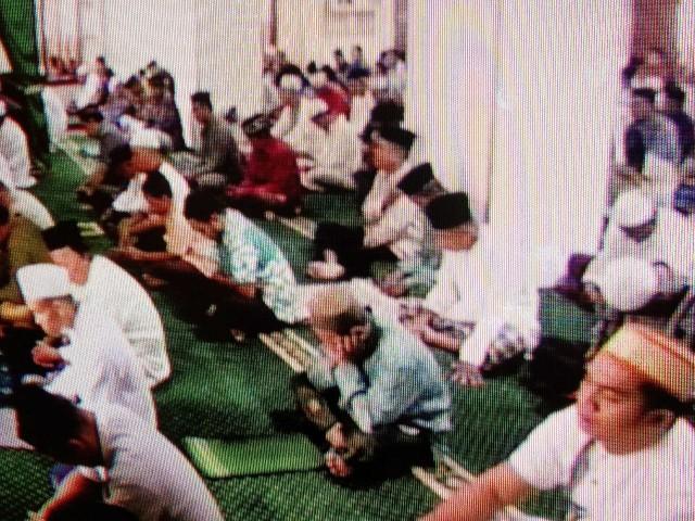 Ibadah Shalat Jum'at di Masjid Besar Taqwa Tompong.