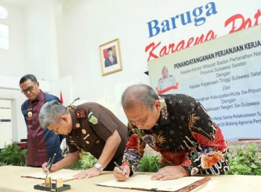 Penanda tanganan Perjanjian Kerja Sama Kejati dengan BPN SulSel.