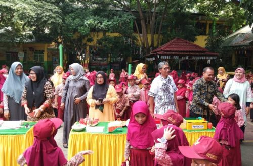 Pelaksanaan Deklarasi One Teacher One Innovation SDN 5 Lembang Cina.