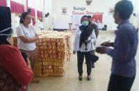 Persiapan penyaluran bantuan paket pangan.