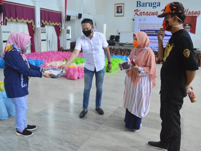 Masker diberikan kepada Pemuda Pancasila Manggala Makassar.