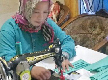 Produksi masker kain oleh UMKM.
