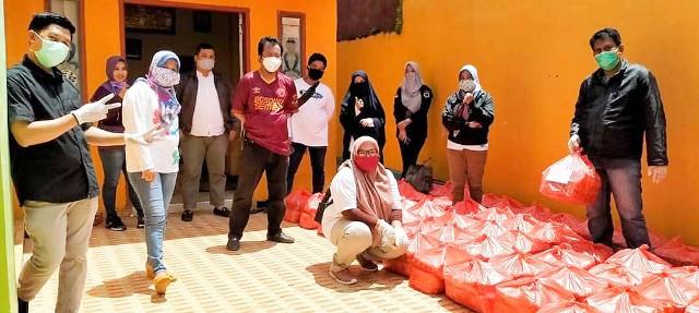 Bantuan sembako SMP Negeri 23 Makassar.