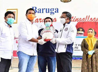 Banteng Merah Indonesia SulSel serahkan bantuan kepada Pemprov SulSel.