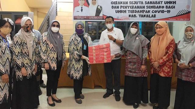 Paket buka puasa untuk masyarakat Kabupaten Takalar.