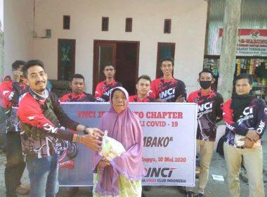 Komunitas motor YNCI Jeneponto Chapter bagi-bagi sembako.