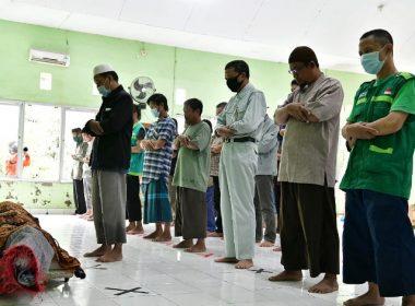 Shalat jenazah korban banjir Bantaeng.