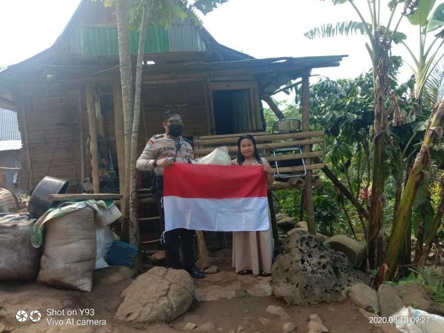 Bendera Merah Putih dari Bhabinkamtibmas.