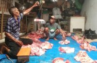 Qurban dan makan sate di rumah H Nurdin Daeng Nguntung.
