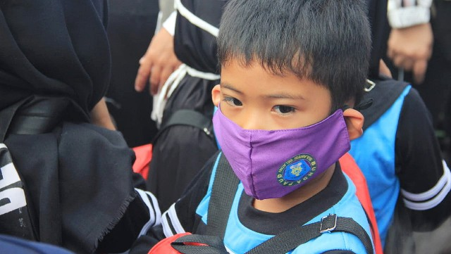 Penyerahan masker ungu Bunda PAUD SulSel.