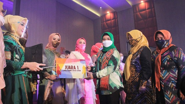 Peserta Fashion Show Sutera Dekranasda SulSel.