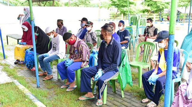 Penyerahan bantuan nelayan Untia.