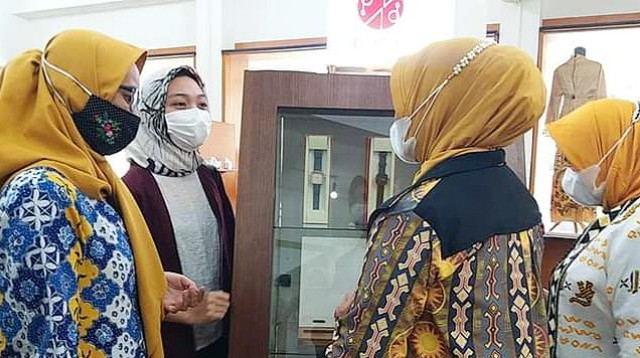 Kunjungan Dekranasda di Kerabat Store.
