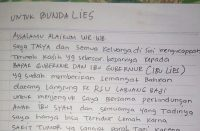Liestiaty F Nurdin baca surat Tasya.
