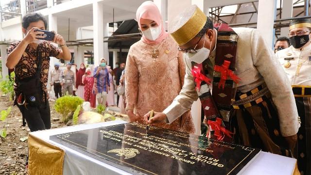 Nurdin Abdullah resmikan Gedung Baru Laboratorium dan Fisioterapi RSUD Sulthan Daeng Raja.