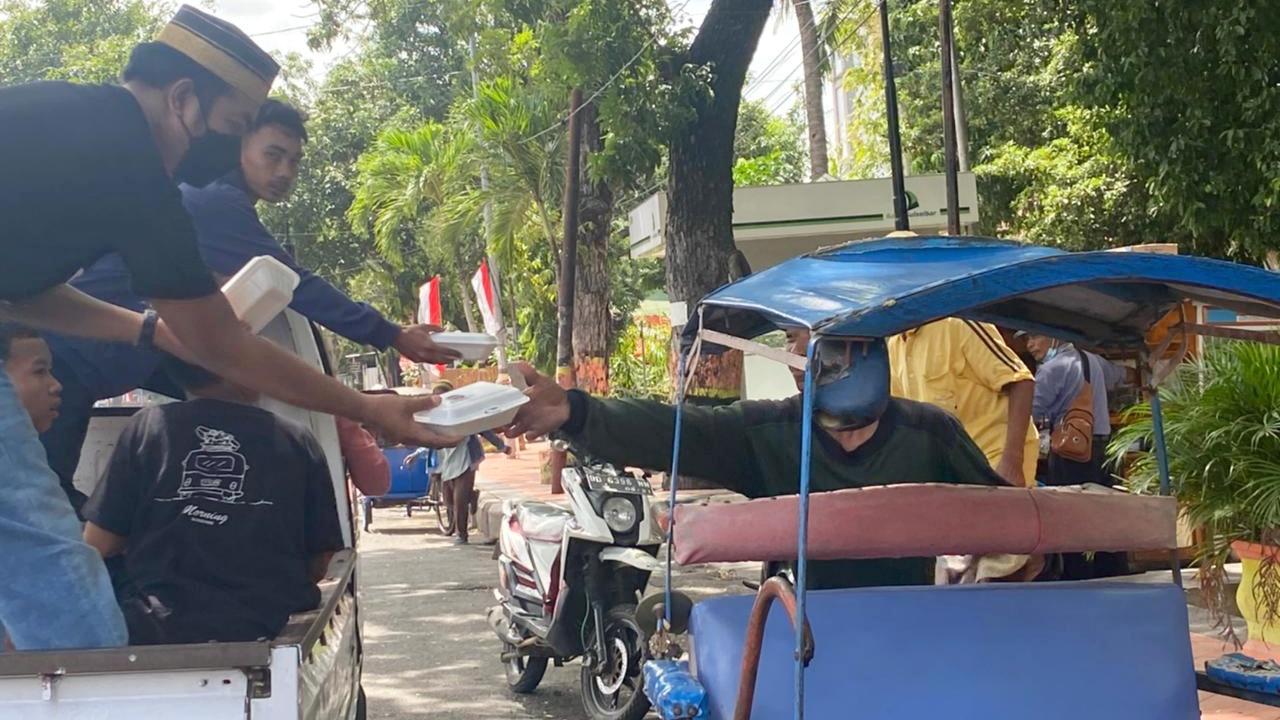 Jum'at Berbagi Gabungan Komunitas Cinta Nurdin Abdullah.