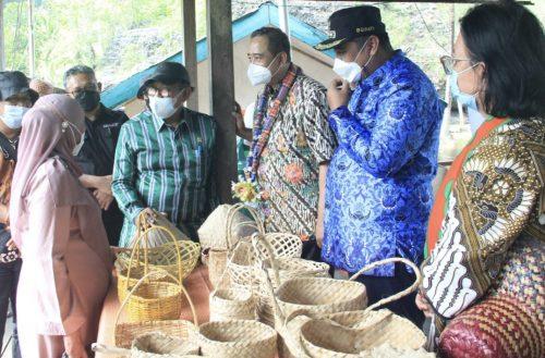 Sampel pengembangan pariwisata Indonesia di Desa Wisata Rammang-rammang.